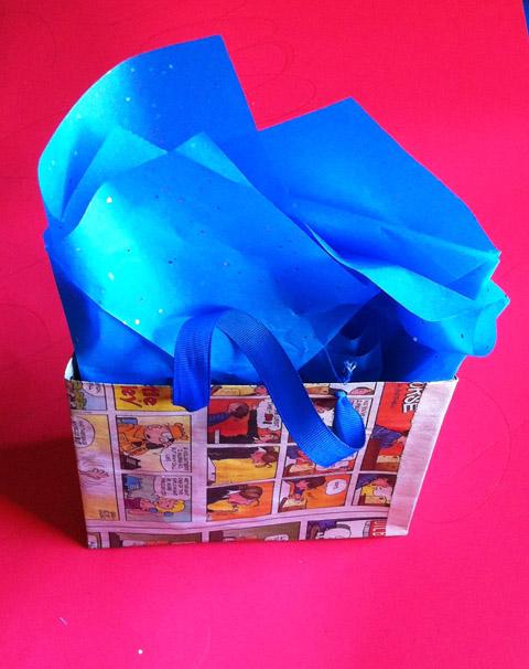 12 Gift Wrapping Days of Christmas: Make Your Own Handmade Gift Bag – Day 6!