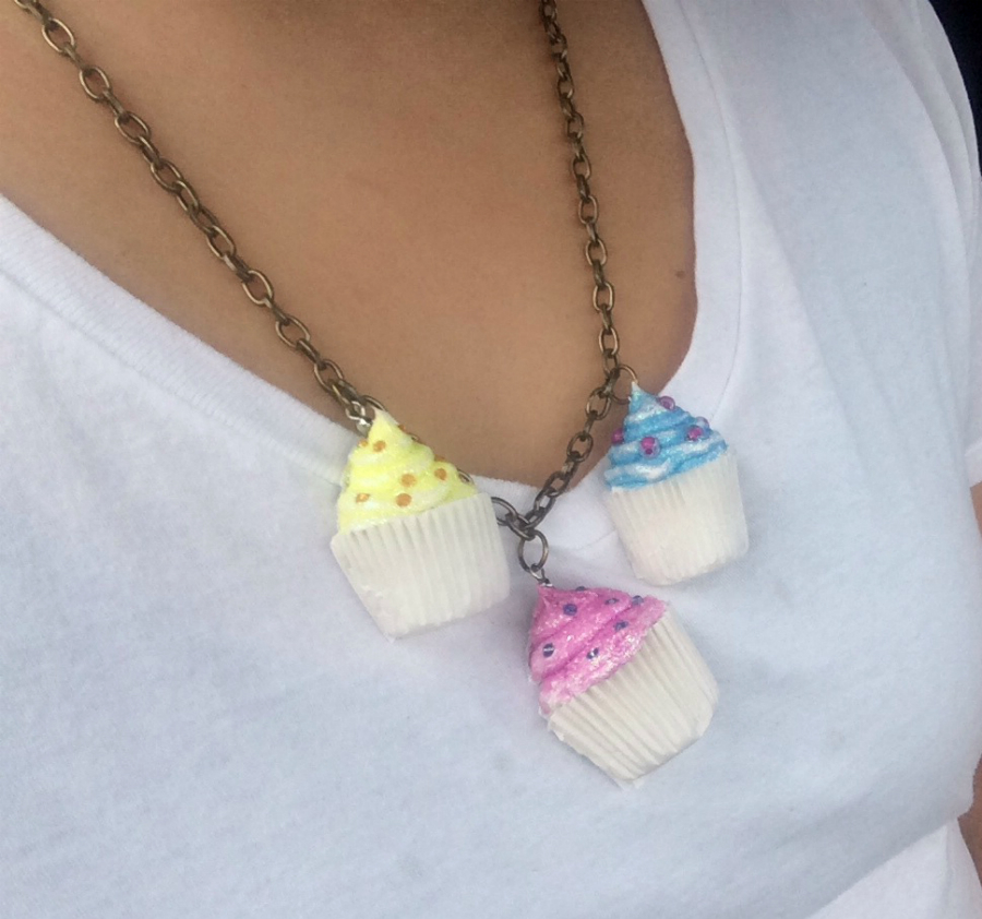 Decoden Cupcake Necklace
